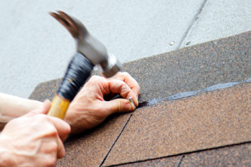 roofer-installing-shingles