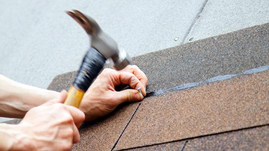 roofer-installing-shingles